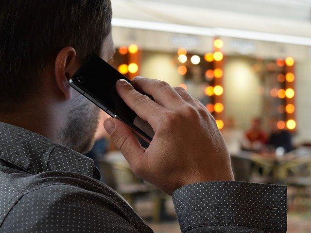 telefonující muž.jpg