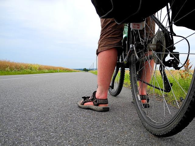 Cyklista v sandáloch.jpg