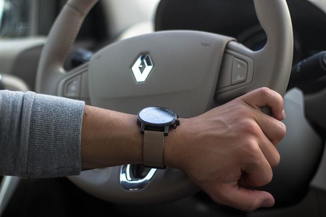 Renault zdieľa pokles, pretože varovanie pred ziskom prehlbuje problémy s výrobcami automobilov.