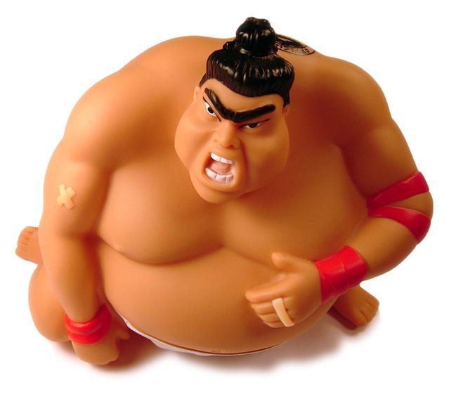 Postavička sumo zápasníka, ktorý kričí.jpg